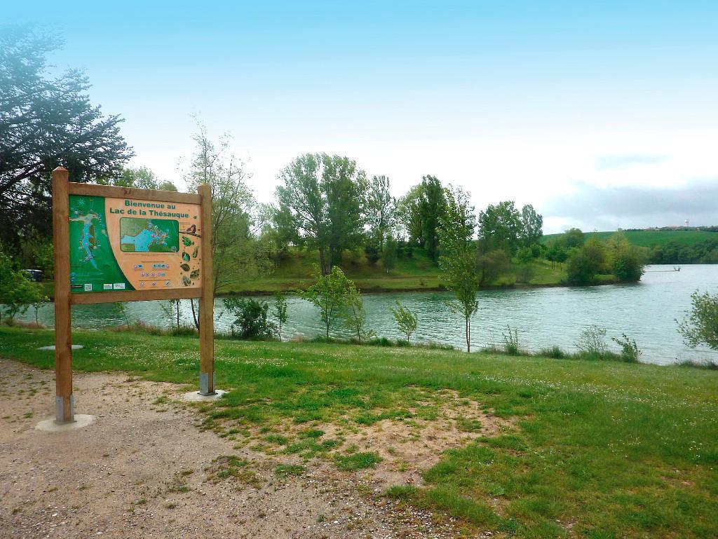 Accès Interdit Au Lac De La Thésauque